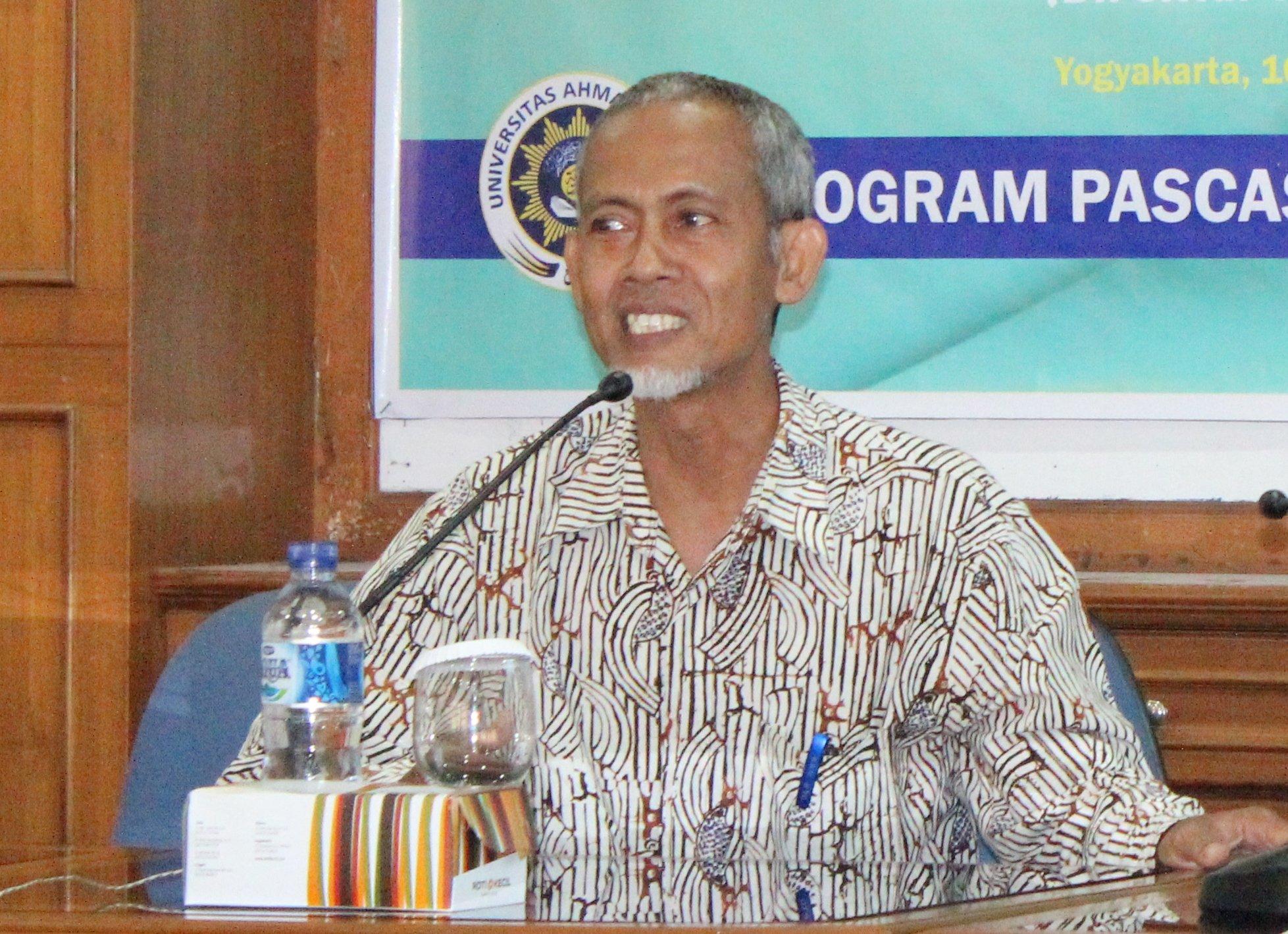 Dr. Budi Santosa saat menyampaikan materinya.
