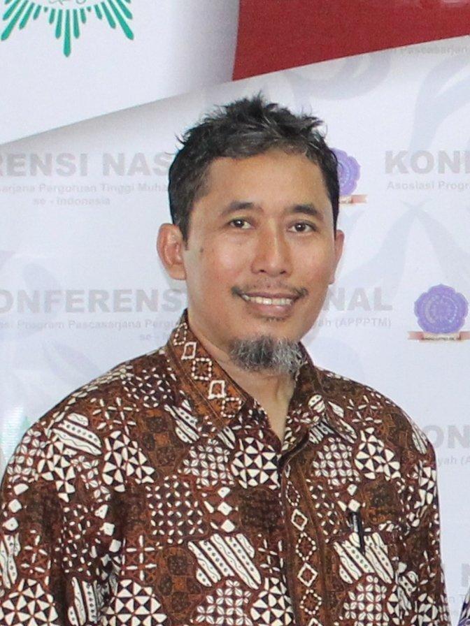 Dr. Ir. Dwi Sulisworo, M.T. dosen S2 Pendidikan Fisika PPs UAD