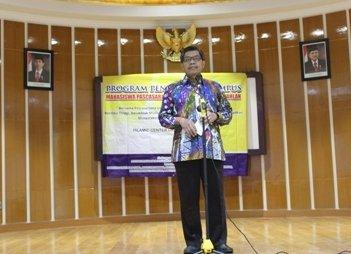 Rektor UAD Dr. Kasiyarno, M.Hum. saat menyampaikan sambutan pada Program Pengenalan Kampus UAD bagi Mahasiswa Baru PPs UAD di Islamic Center Kampus IV UAD, Ahad (20/09/2015).