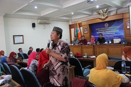 dr. Agus Taufiqurahman saat menyampaikan materi Pedoman Hidup Islami